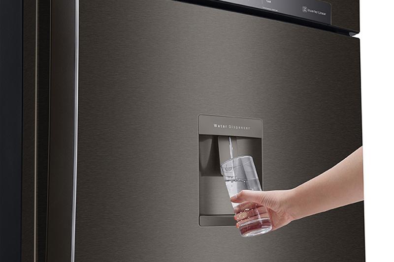 Tủ lạnh LG GN-D602BL inverter 478 lít, lấy nước ngoài tiện lợi