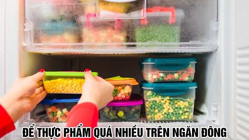 Để thực phẩm quá nhiều trên ngăn đông trong tủ lạnh