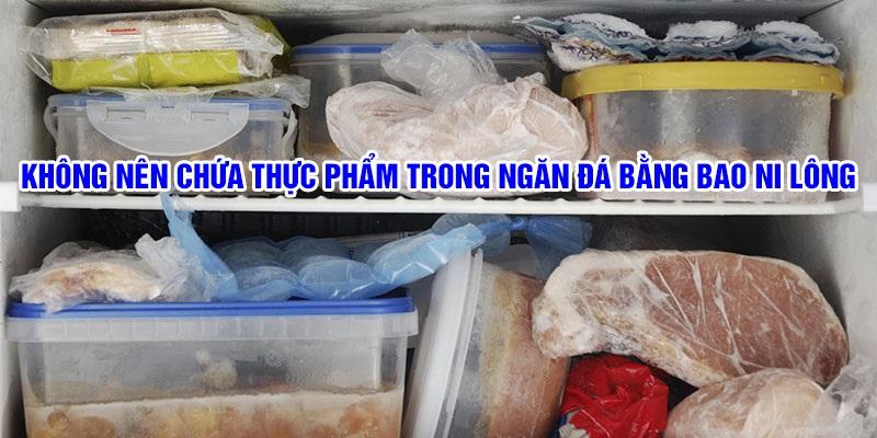 Không nên chứa thực phẩm trong ngăn đá bằng túi bóng