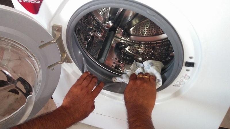 Vệ sinh bên trong lồng giặt
