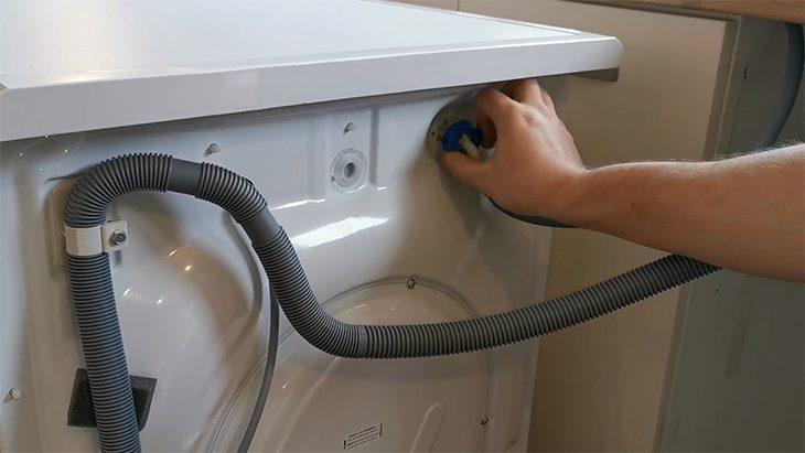 Vệ sinh ống nước xả máy giặt LG