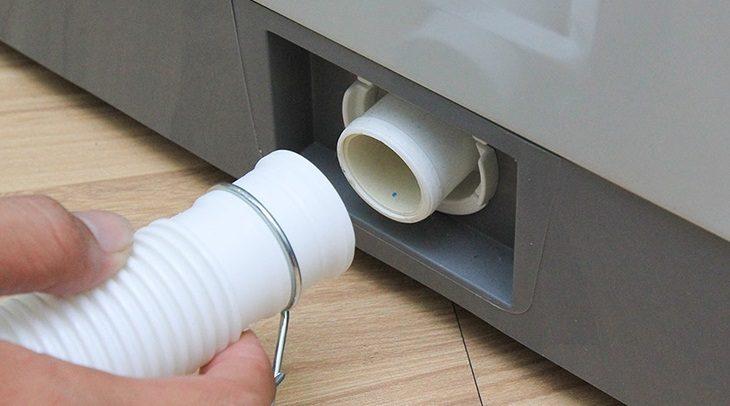 Vệ sinh ống nước xả máy giặt