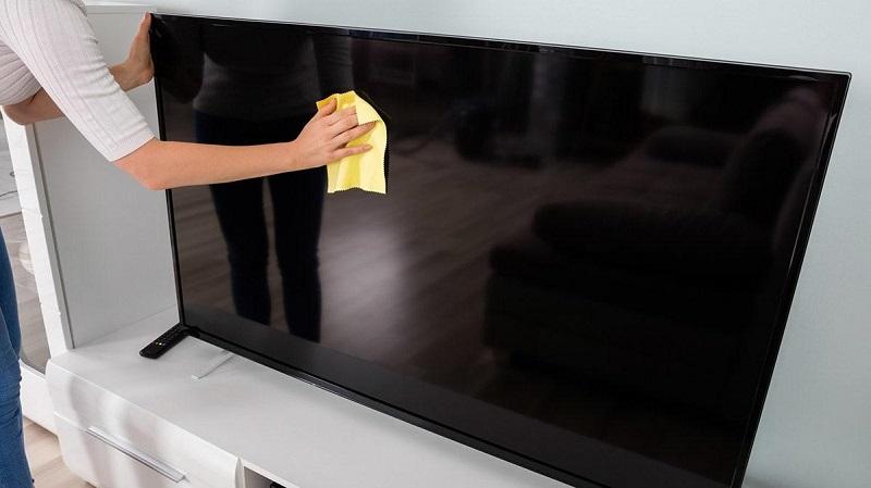 Vệ-sinh-tivi-màn-hình-phẳng