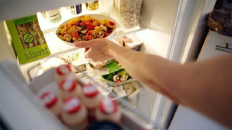 thinh-phat-Loại bỏ cái loại thực phẩm hay thức ăn dư thừa lâu ngày bên trong tủ